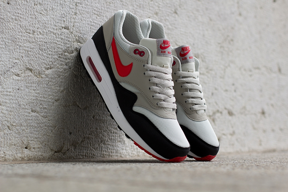Nike-Air-Max-1-Essential-Chilling-Red-4