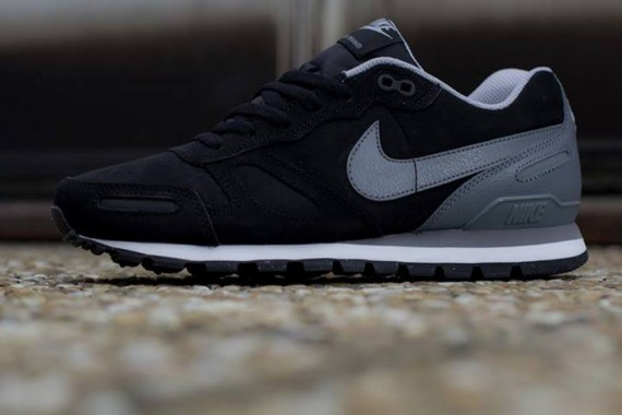 nike air waffle trainer leather black grey 02 570x380