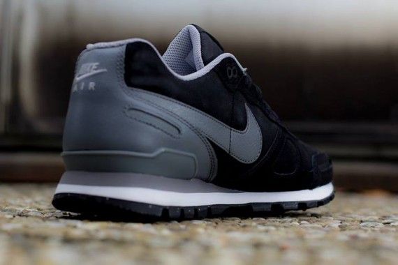 nike air waffle trainer leather black grey 03 570x380