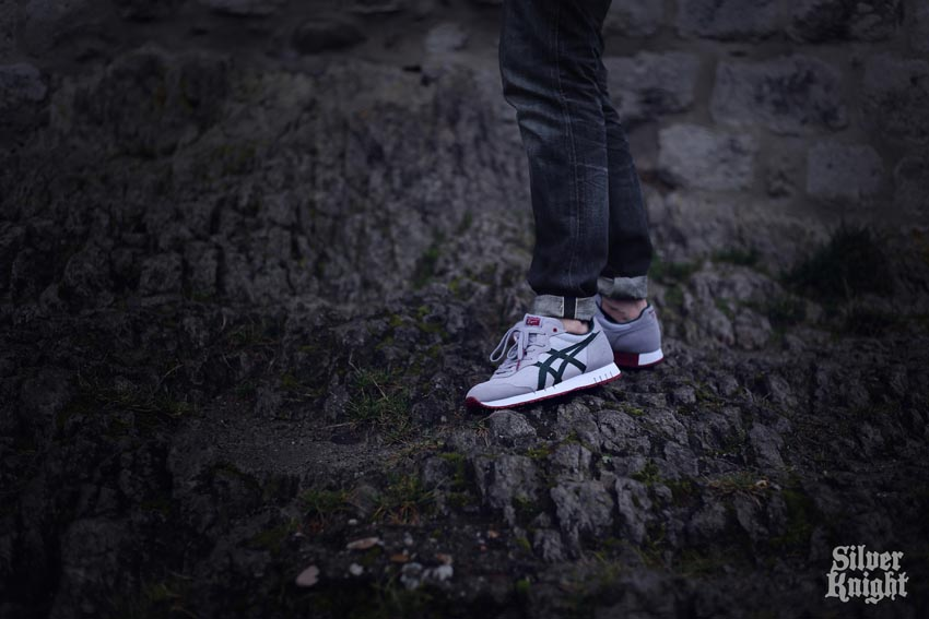 tgwo onitsuka tiger silver knight on feet 02