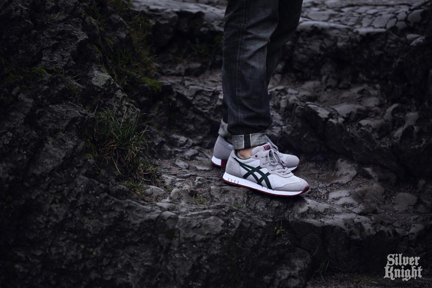 tgwo onitsuka tiger silver knight on feet 03