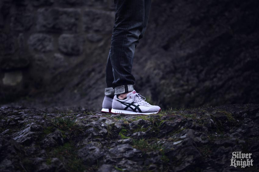 tgwo onitsuka tiger silver knight on feet 06