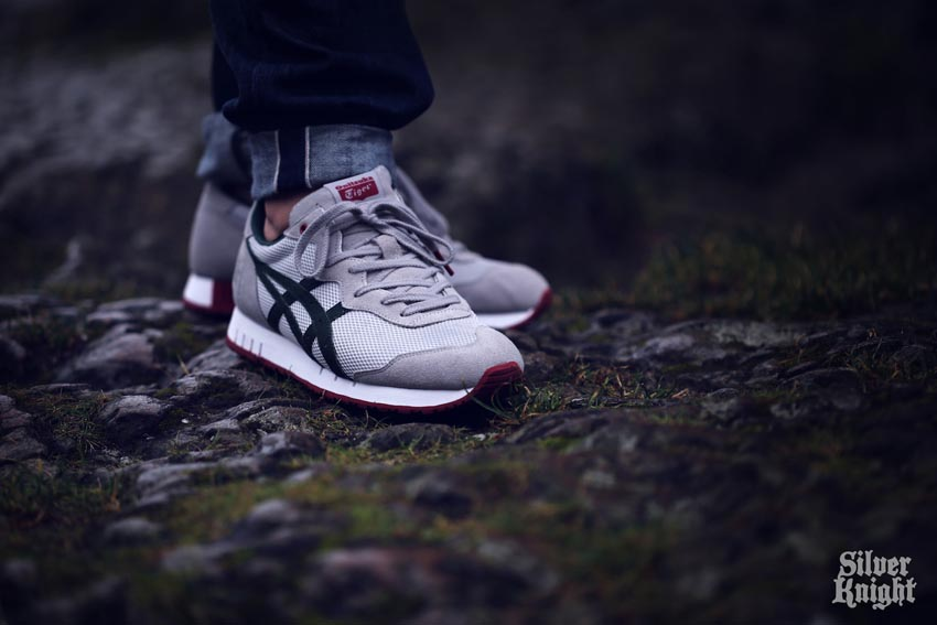 tgwo onitsuka tiger silver knight on feet 08