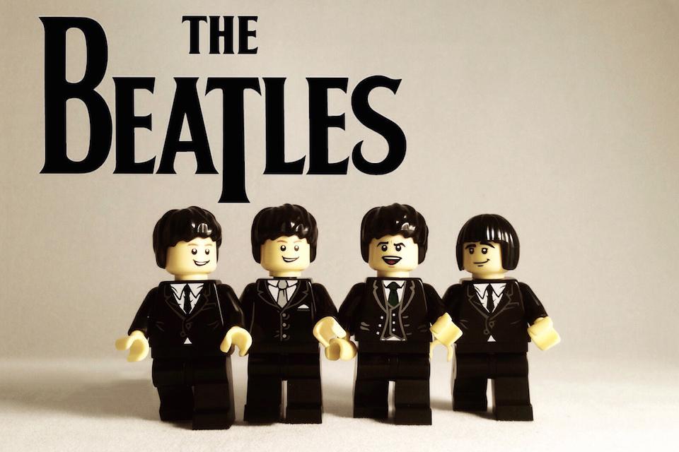 20 Iconic Bands x LEGO 9