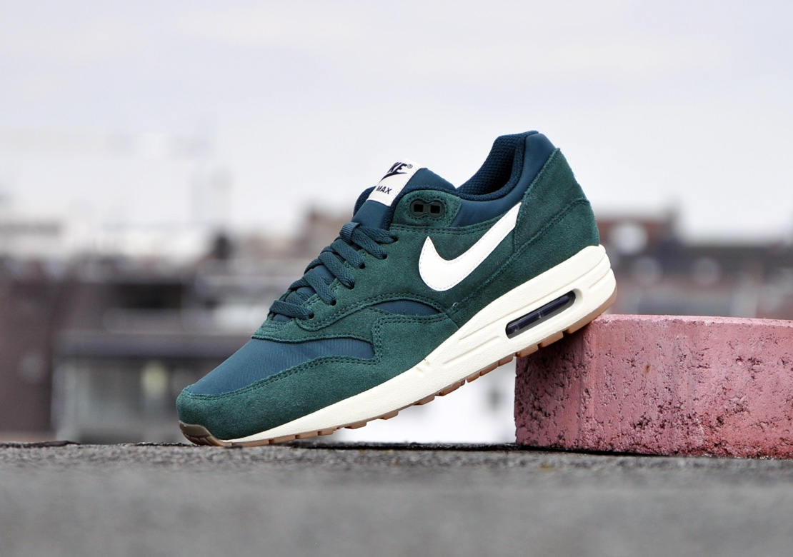 nike air max 1 blue suede ltr. Black Bedroom Furniture Sets. Home Design Ideas