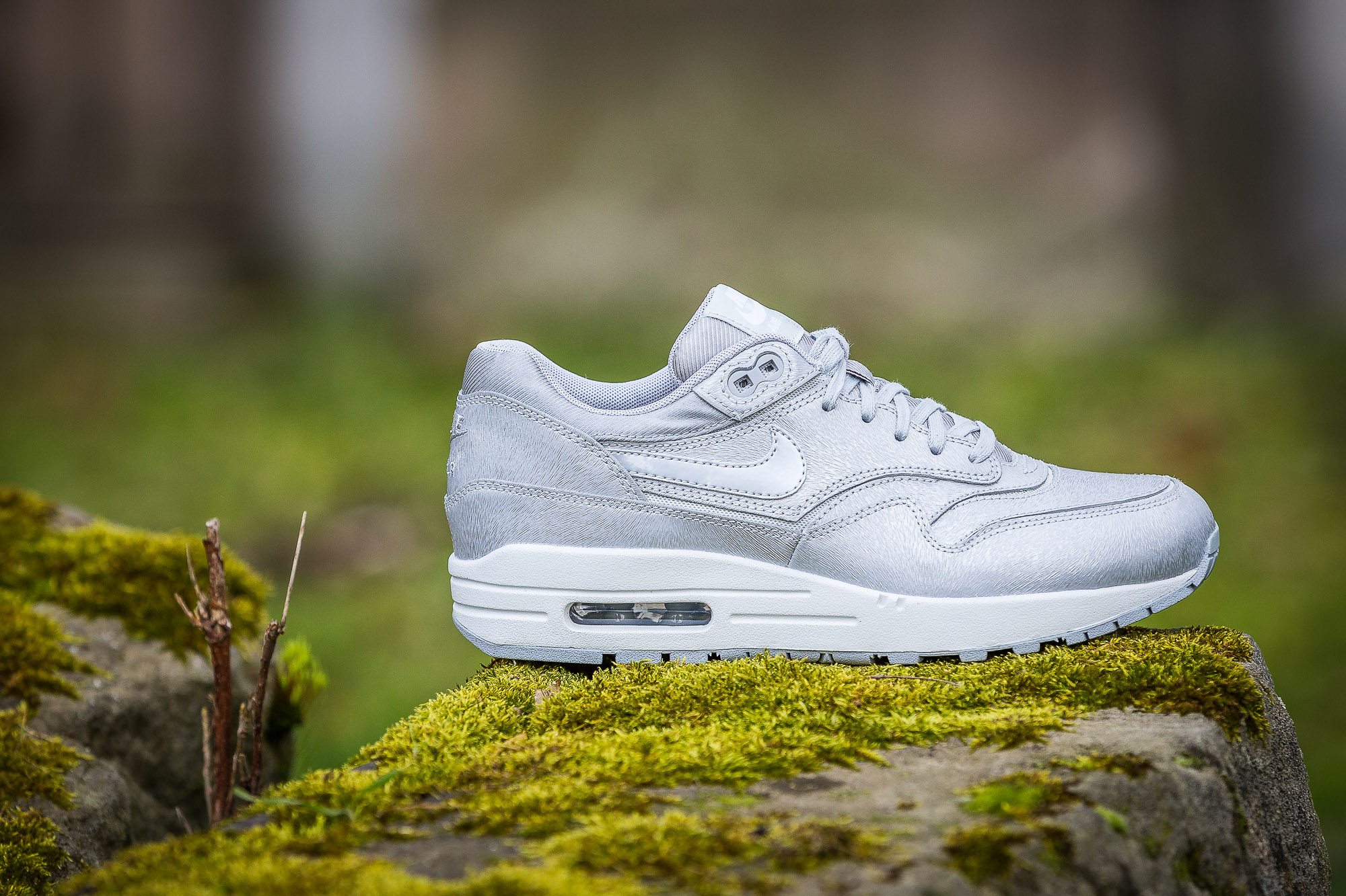Nike WMNS Air Max 1 Cut Out Magnetic Field