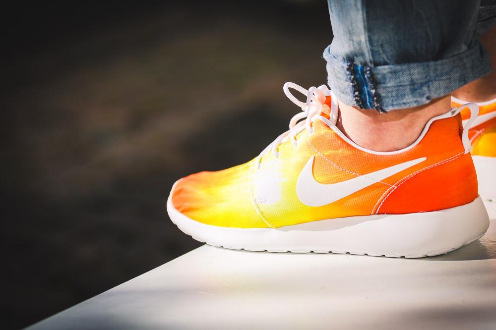 Nike WMNS Rosherun Palm Beach Sun 7 1000x666