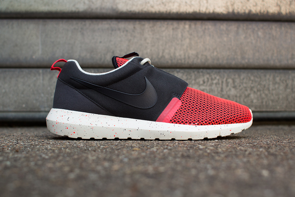 Nike–Rosherun NM BR Black Red 1 1000x667