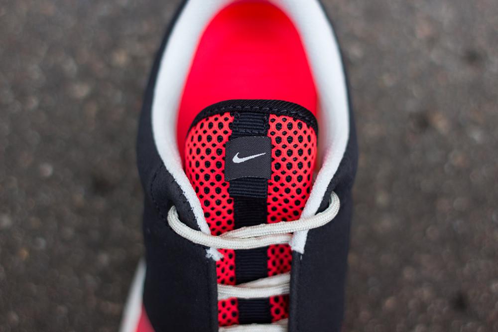 Nike–Rosherun NM BR Black Red 4 1000x666