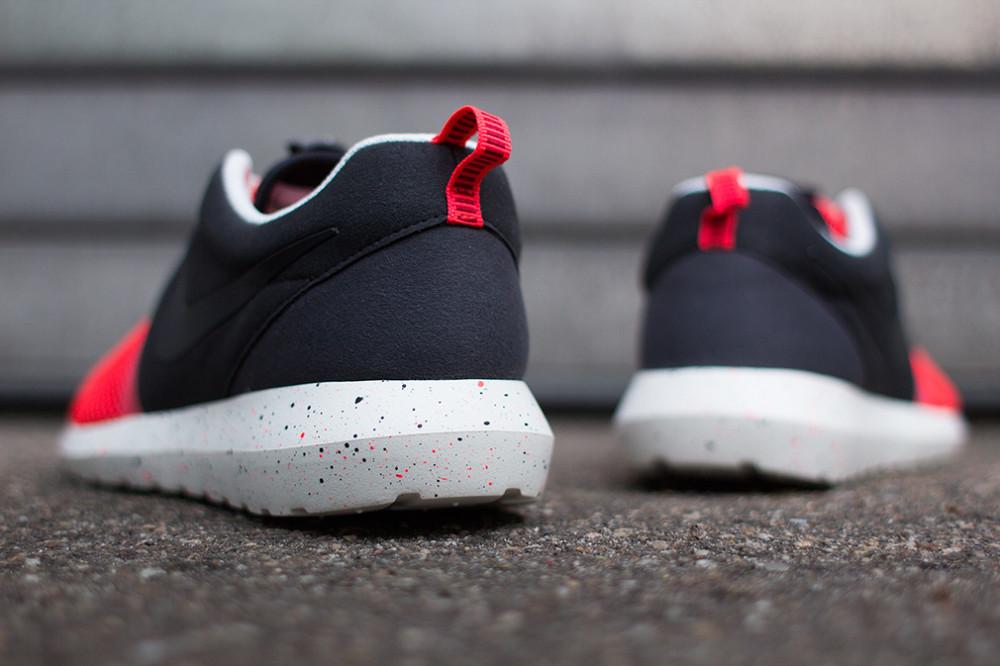 Nike–Rosherun NM BR Black Red 5 1000x666