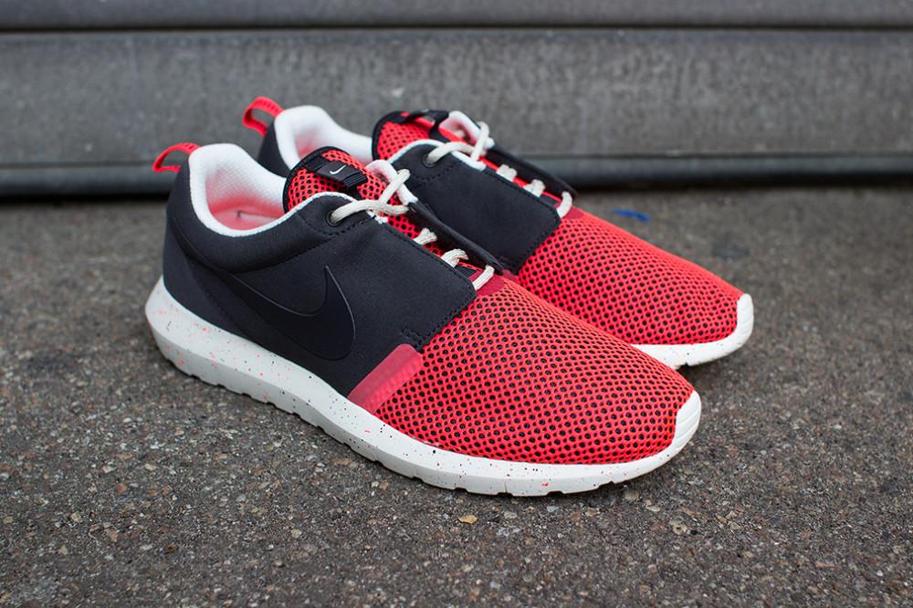 Nike–Rosherun NM BR Black Red 6 1000x666