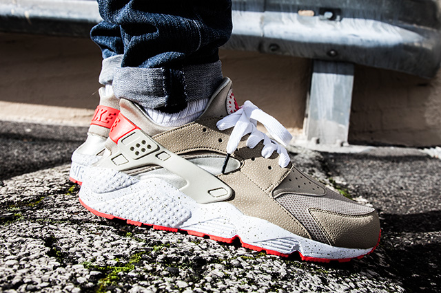 NIKE AIR HUARACHE LIGHT BEIGE LASER CRIMSON 3