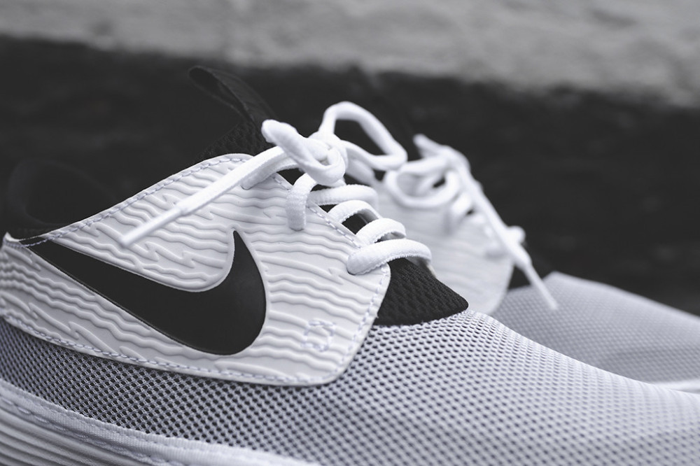 Nike Solarsoft Moccasin White Black 1 1000x666