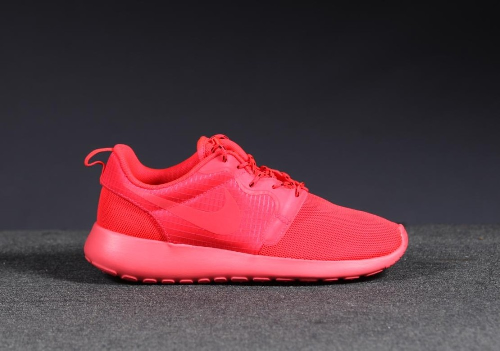 Nike WMNS Roshe Run HYP Red 2 1000x702