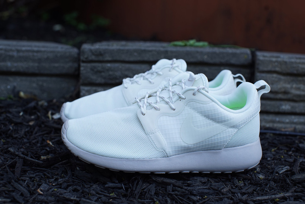 Nike WMNS Roshe Run Hyperfuse Medium Ore 1