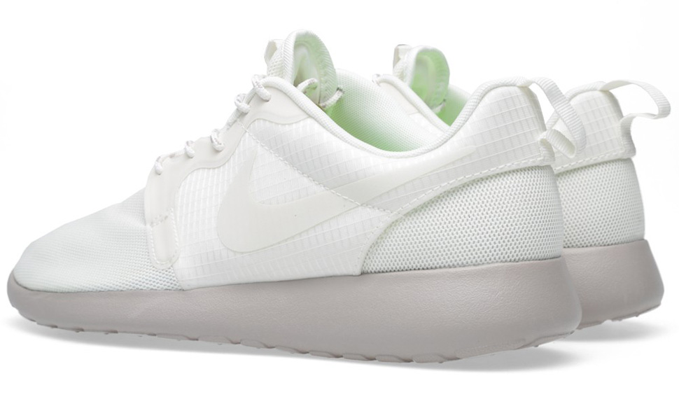 Nike WMNS Roshe Run Hyperfuse Medium Ore 6