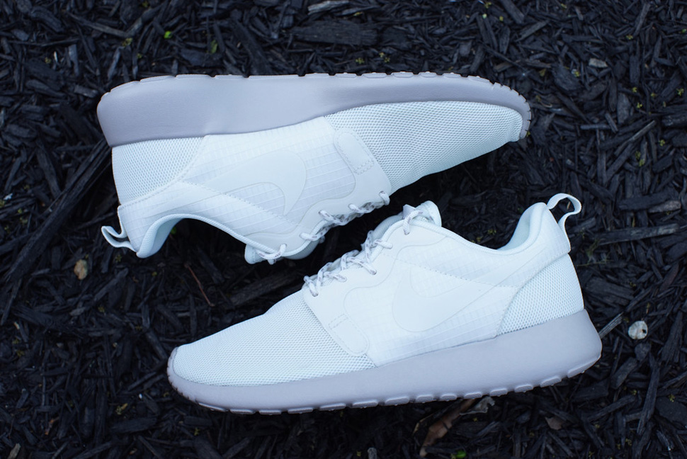 Nike WMNS Roshe Run Hyperfuse Medium Ore 8