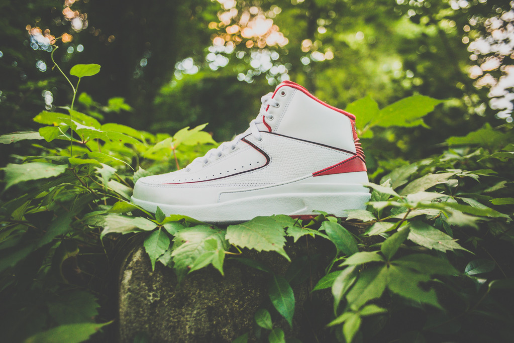 Air Jordan 2 Retro White Varsity Red 1