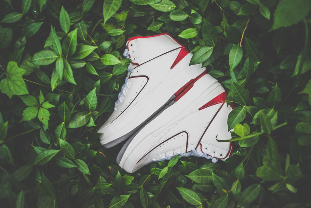 Air Jordan 2 Retro White Varsity Red 2 1000x667