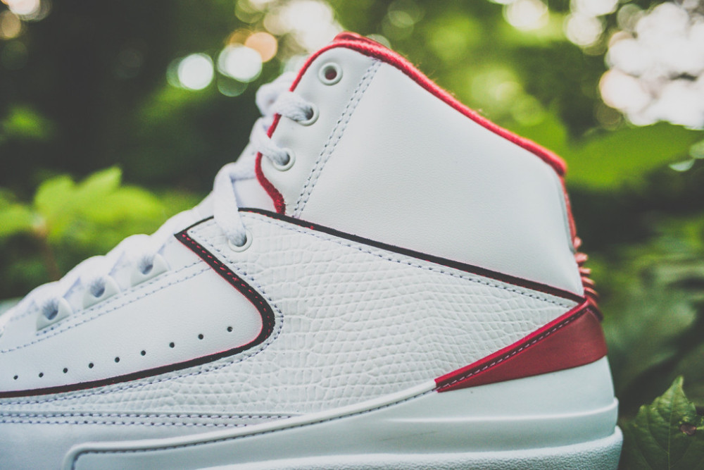 Air Jordan 2 Retro White Varsity Red 4 1000x667