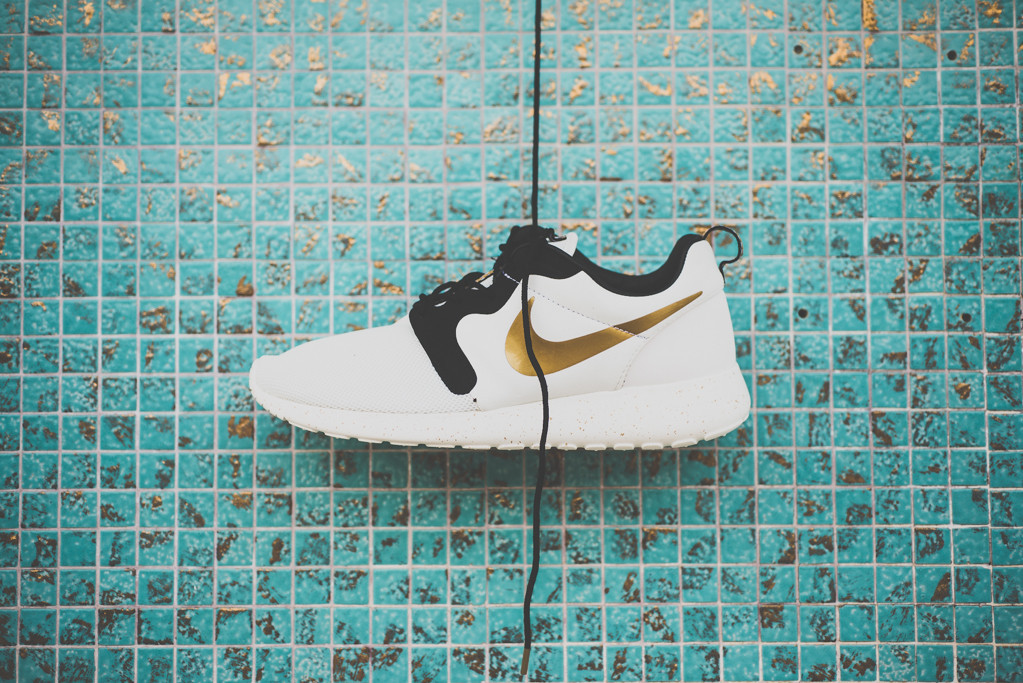 Nike Rosherun Gold Metal Pack 1