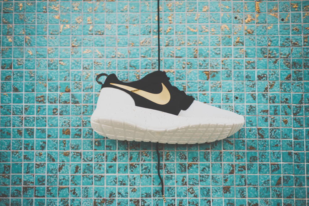 Nike Rosherun Gold Metal Pack 6 1000x667