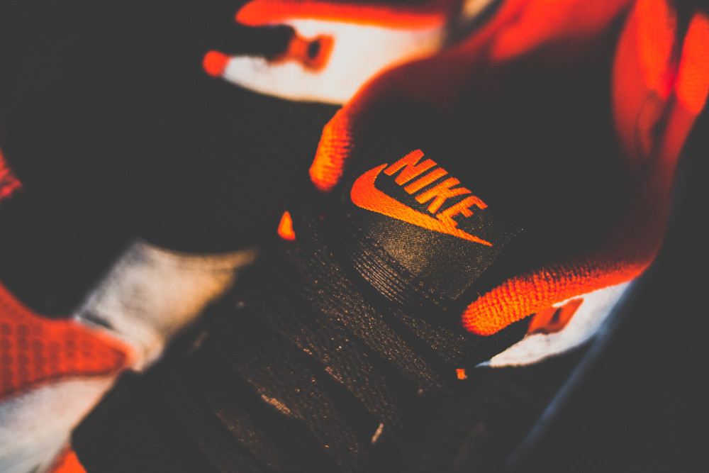 Nike Air Trainer 2 Premium Black Team Orange 4 1000x667