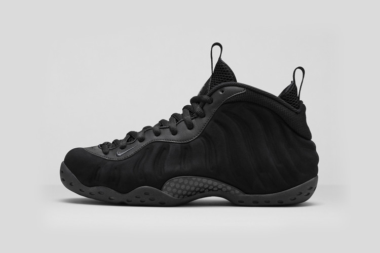 Nike Air Foamposite One Triple Black 2