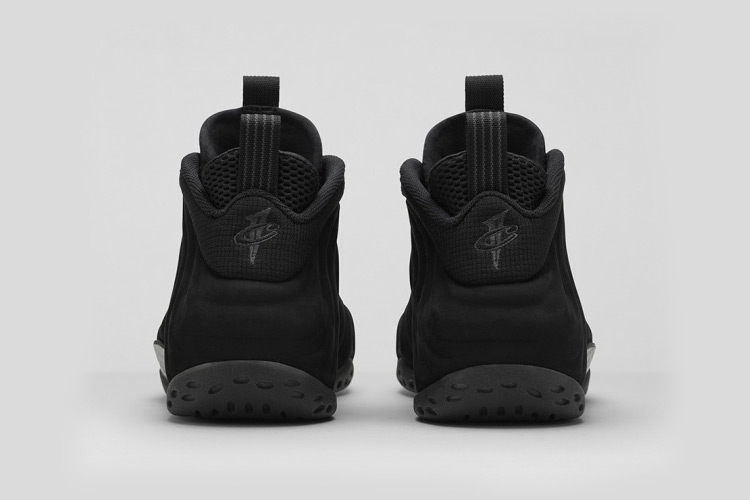 Nike Air Foamposite One Triple Black 4