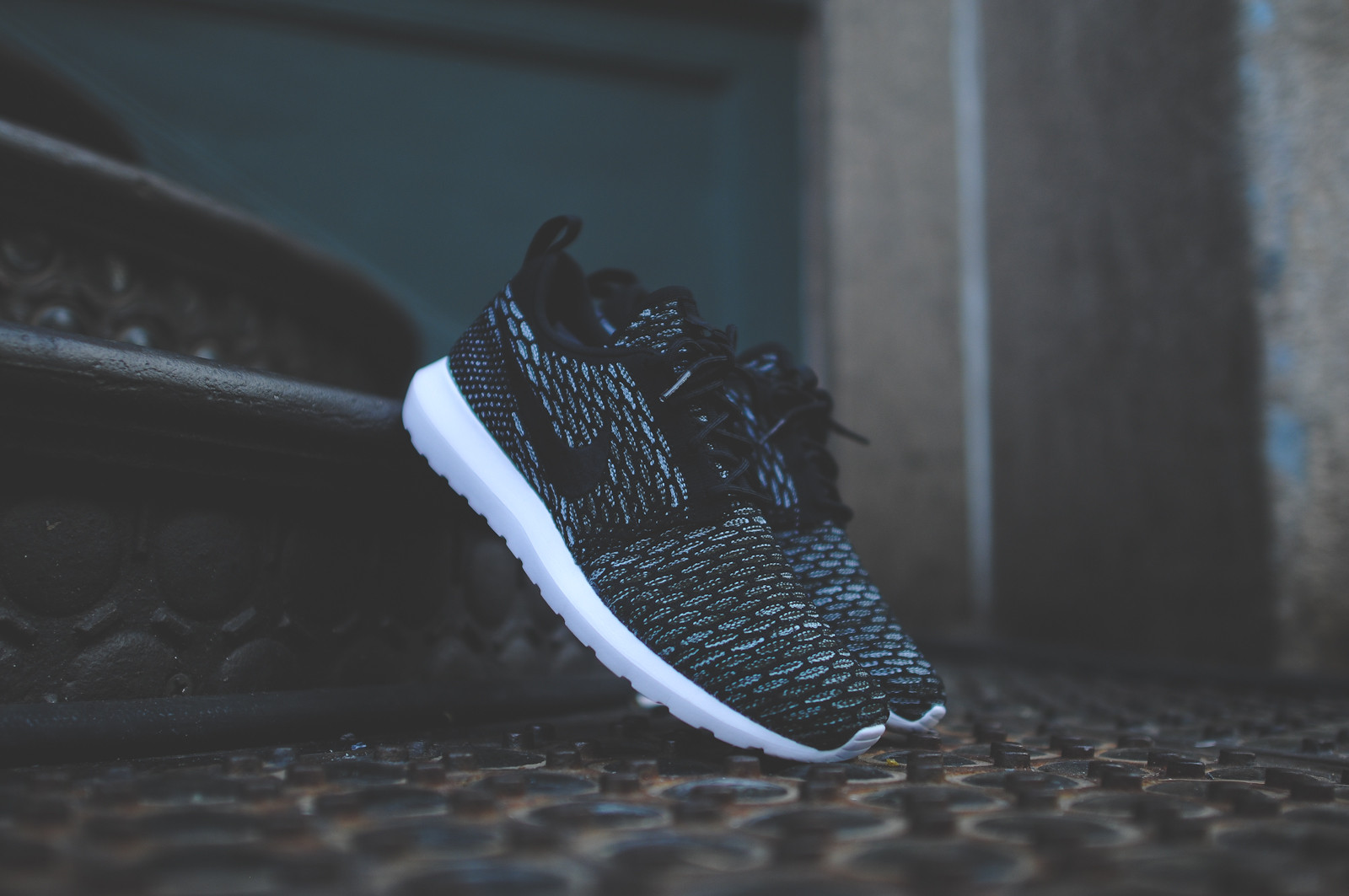 Nike Flyknit Roshe Run Black Light Armory Blue 1