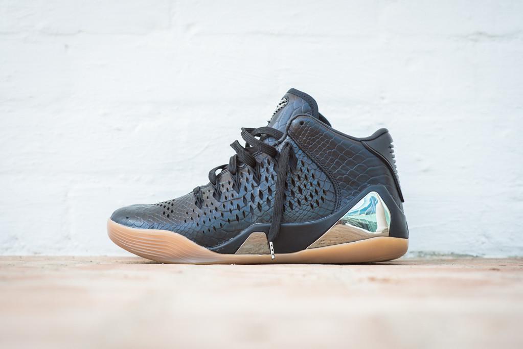 Nike Kobe 9 Mid EXT Black Black 1