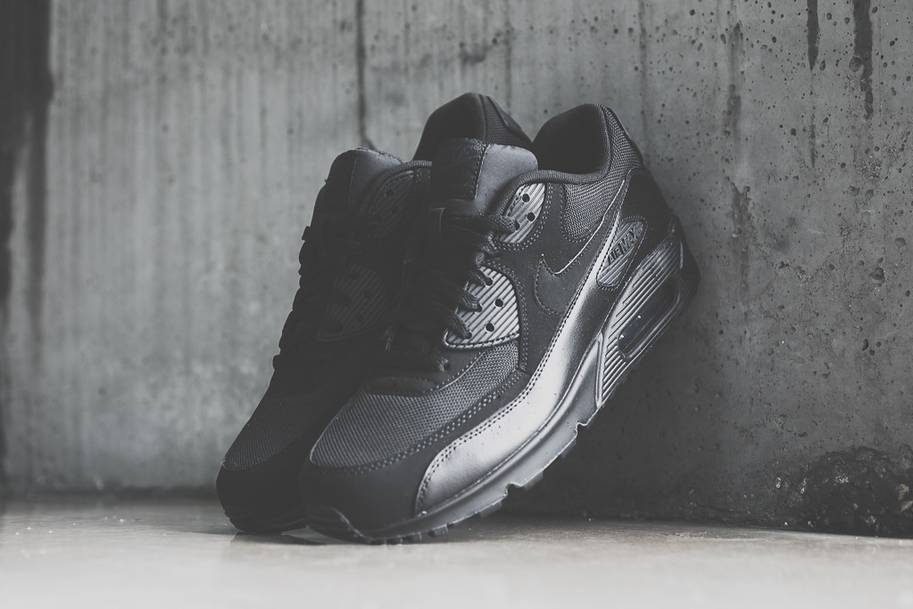 Nike Air Max 90 Triple Black 1