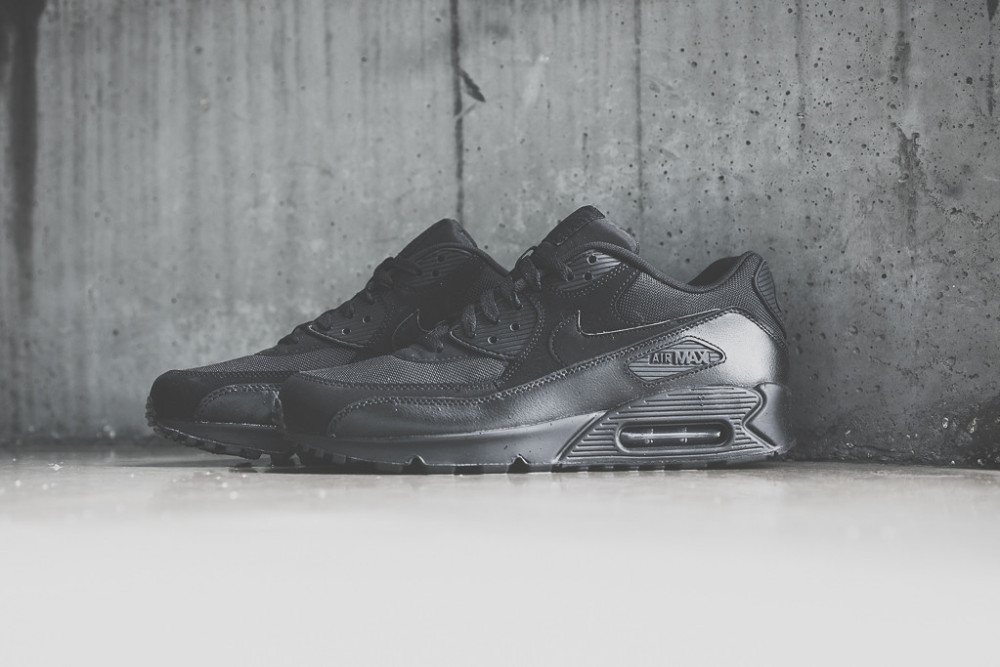 Nike Air Max 90 Triple Black 2 1000x667