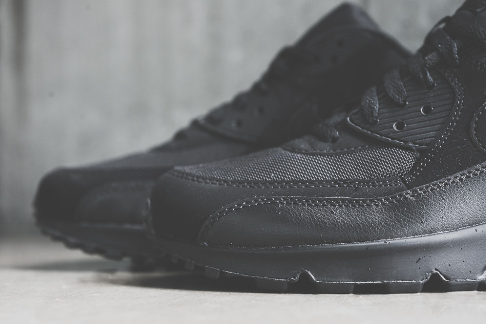 Nike Air Max 90 Triple Black 4 1000x667