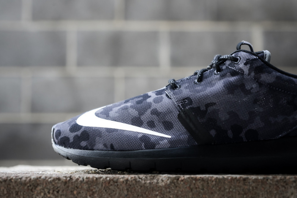 Nike Roshe Run NM FB Dark Grey 2 1000x667