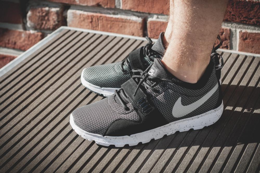 Nike SB Trainerendor–Black White Review1 1000x666