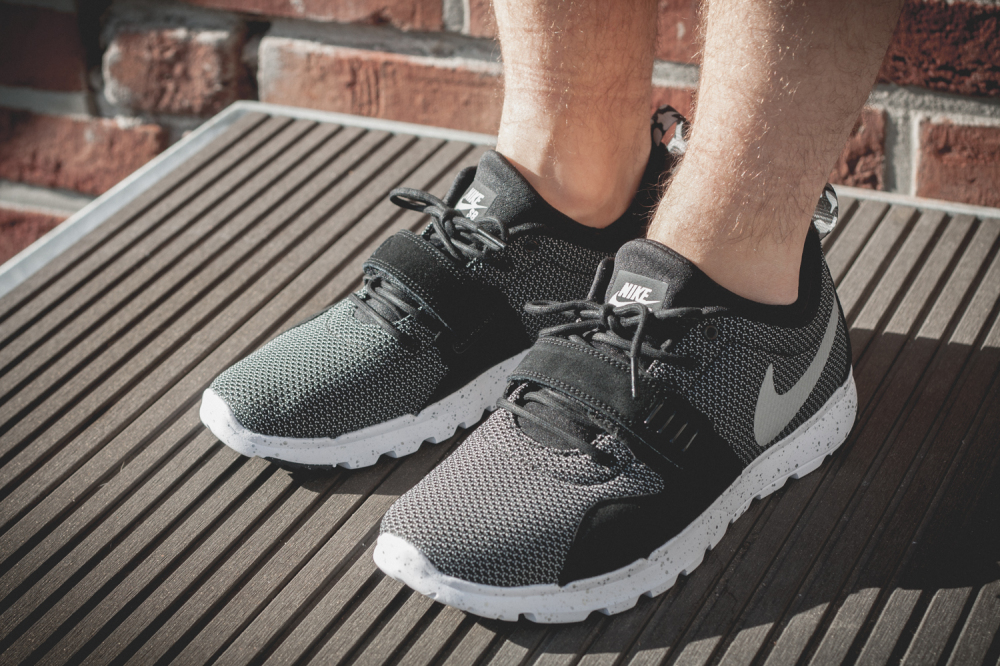 Nike SB Trainerendor–Black White Review2 1000x666