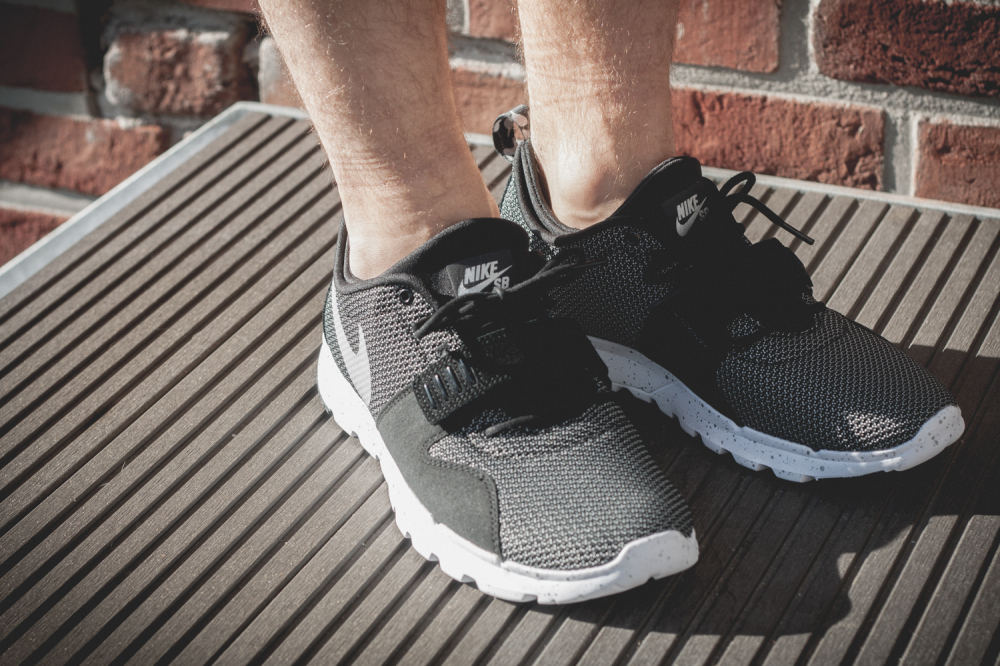 Nike SB Trainerendor–Black White Review4 1000x666