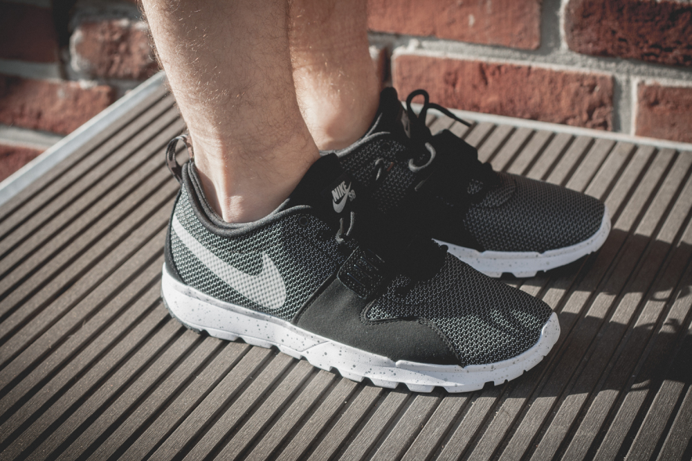 Nike SB Trainerendor–Black White Review5 1000x666