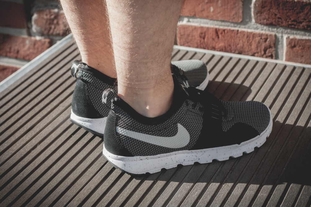 Nike SB Trainerendor–Black White Review6 1000x666