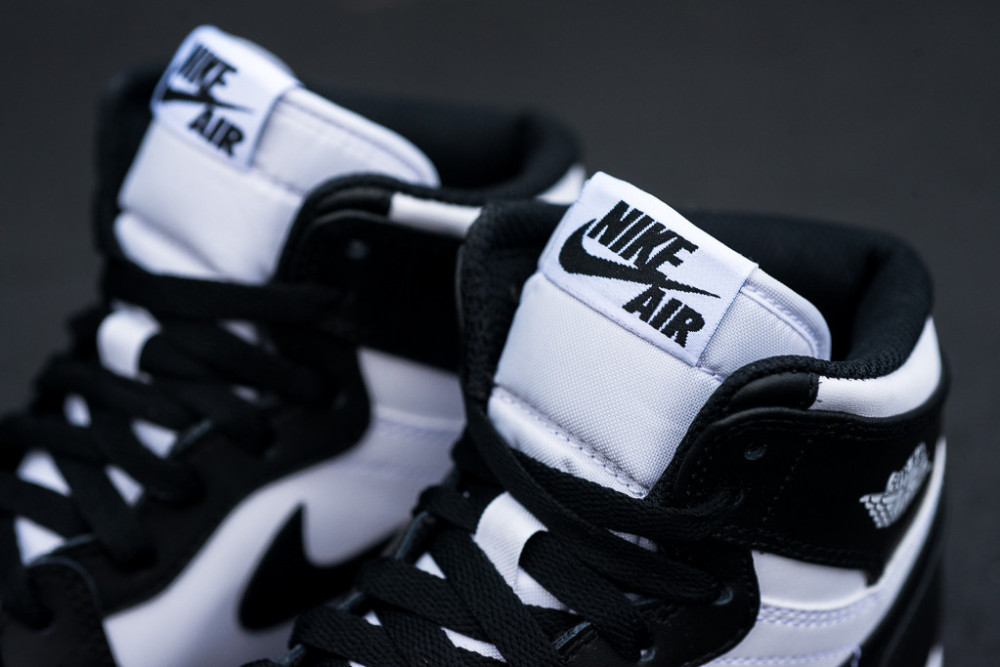 Air Jordan 1 Retro High OG Black White 3 1000x667