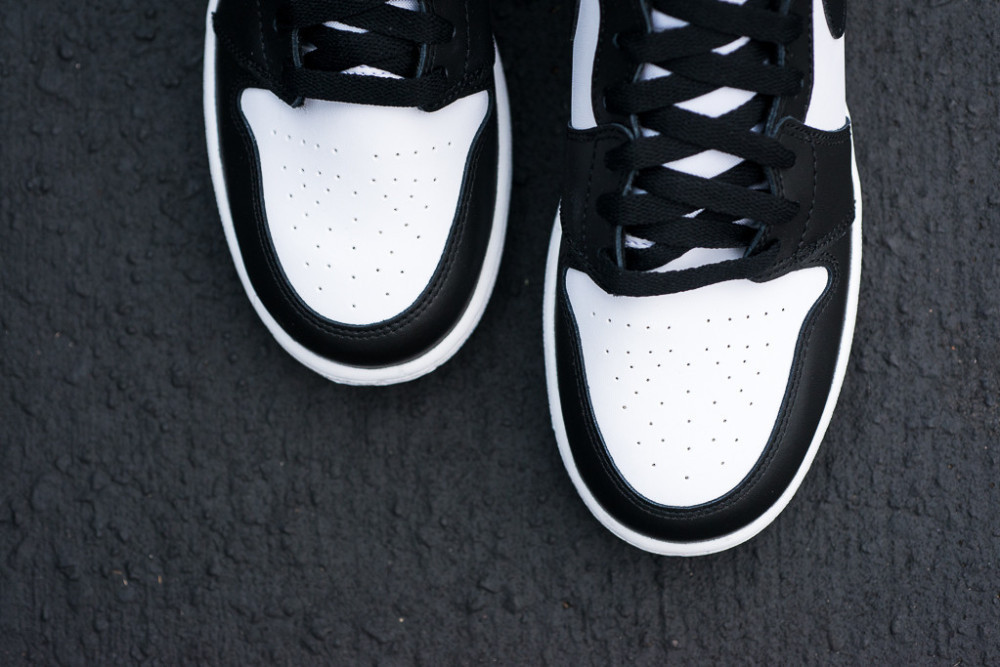 Air Jordan 1 Retro High OG Black White 4 1000x667