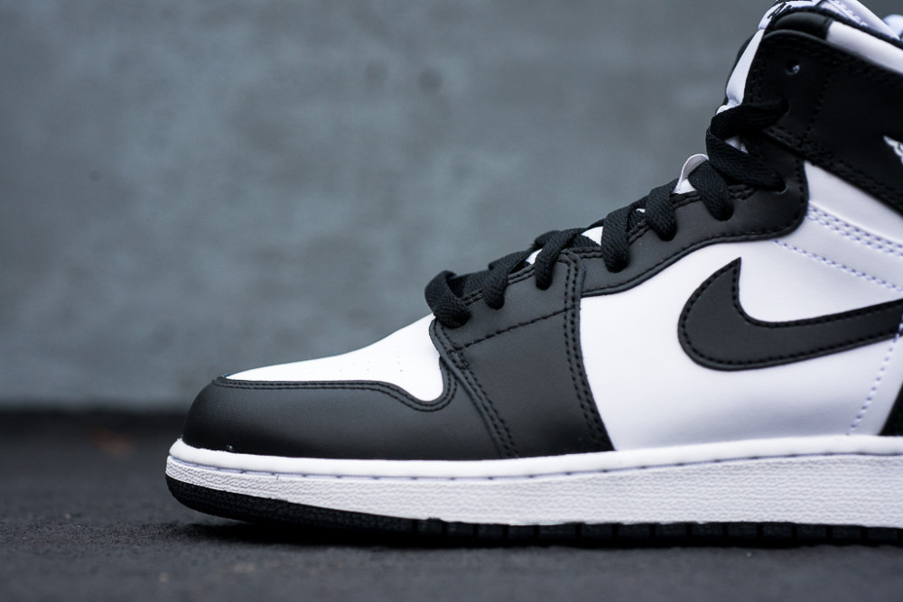 Air Jordan 1 Retro High OG Black White 5 1000x667