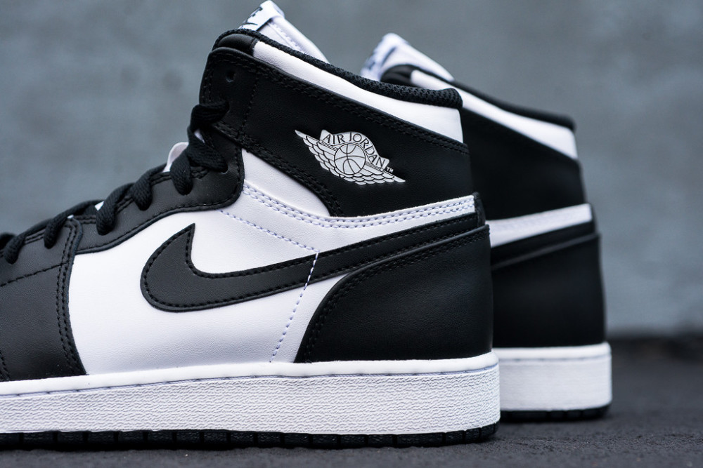 Air Jordan 1 Retro High OG Black White 6 1000x667