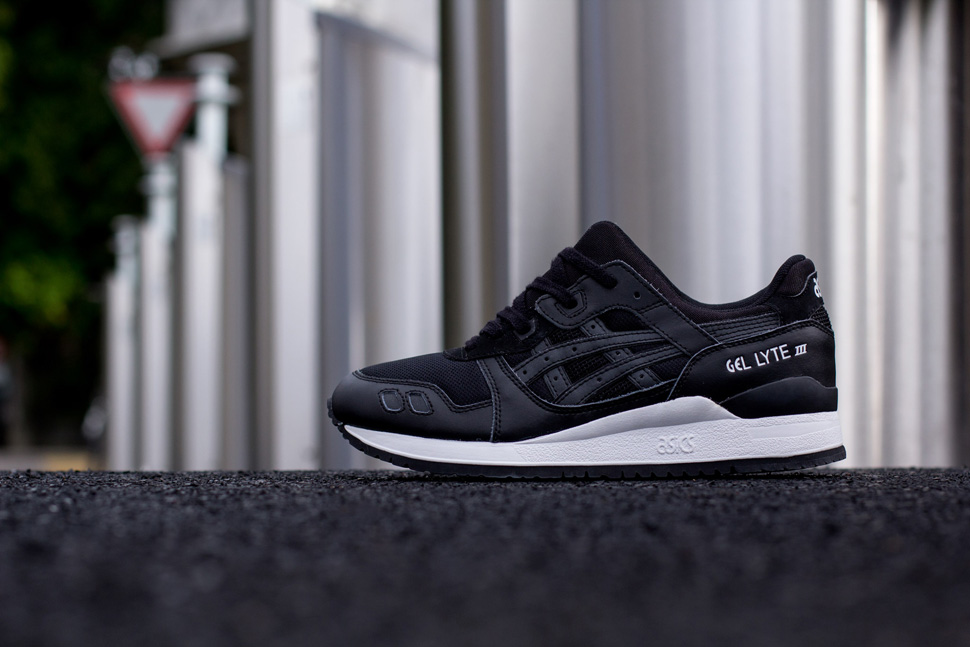 Asics Black White Pack 8