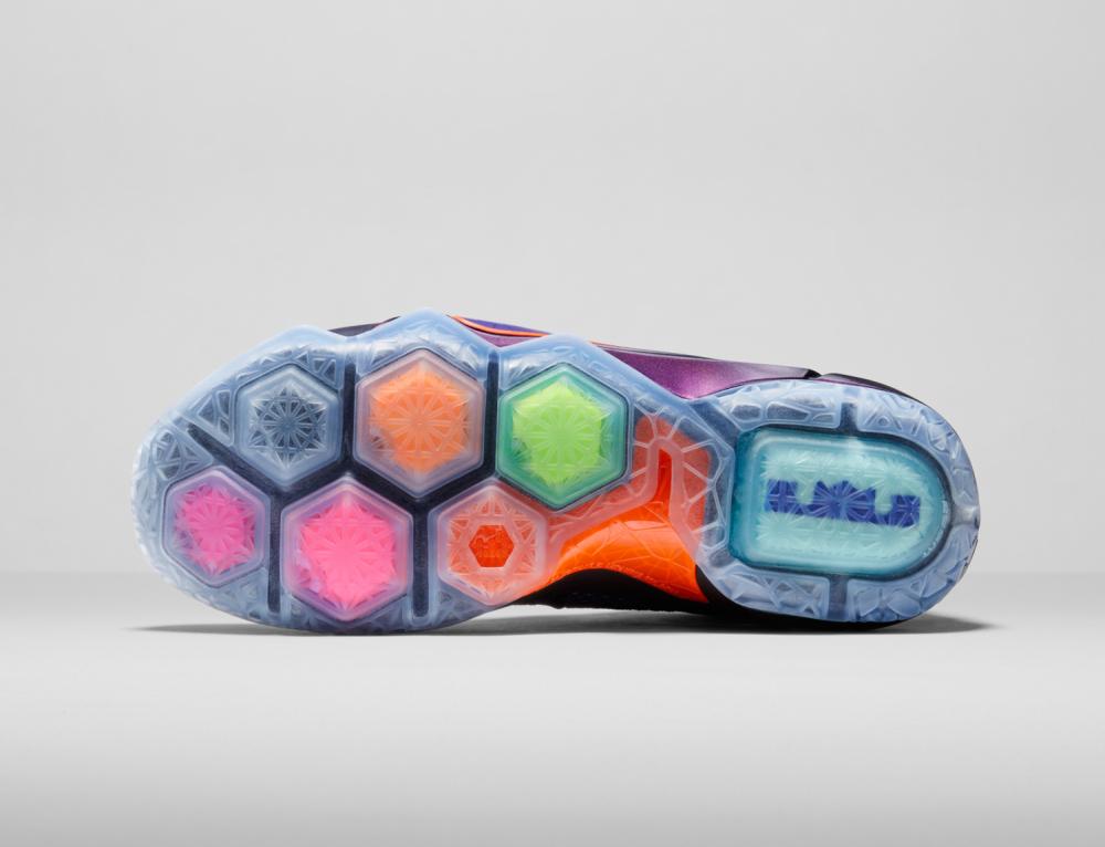 Nike LeBron 12 Personifizierte Leistung 14 1000x766