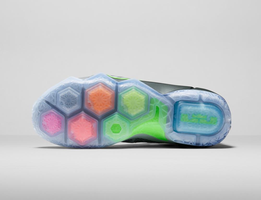 Nike LeBron 12 Personifizierte Leistung 7 1000x766