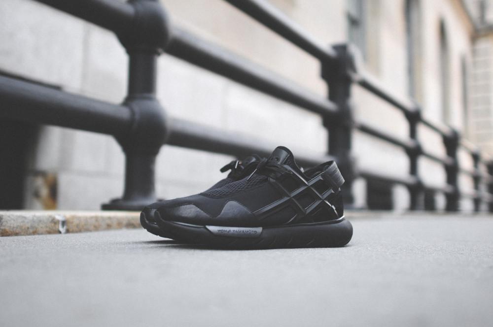 adidas Y 3 Qasa Racer Triple Black 2 1000x664