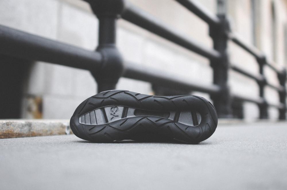 adidas Y 3 Qasa Racer Triple Black 5 1000x664
