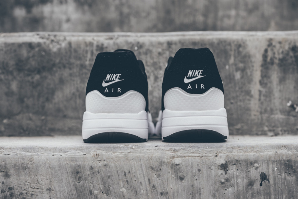 Nike Air Max 1 Ultra Moire Black White 4 1000x667